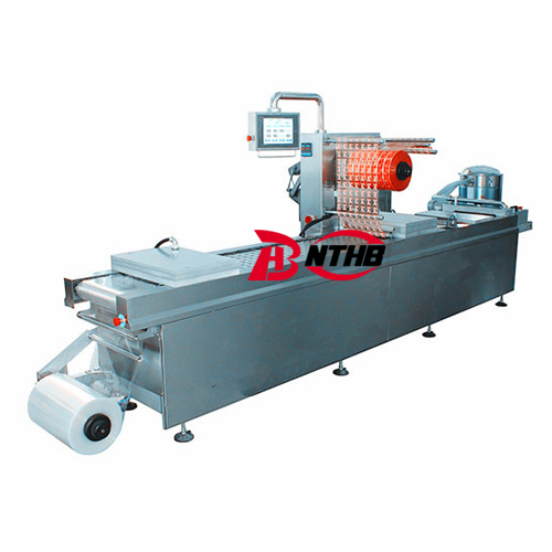 Automatic thermoforming vacuum packaging machine
